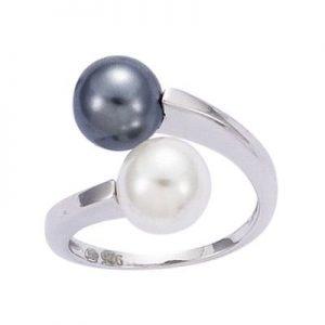 Anillo con bonitas perlas