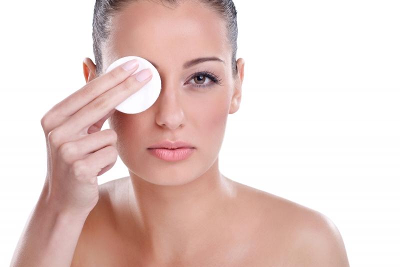 Cómo usar el mejor desmaquillante de ojos