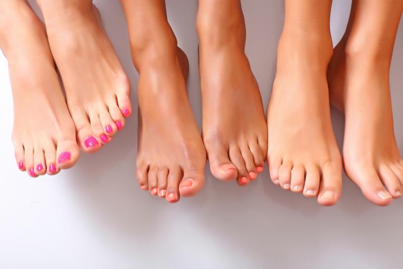 ¿Cómo tratar los hongos en las uñas de los pies?